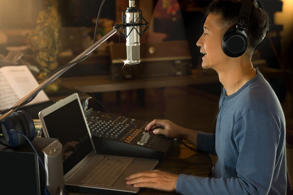 How to Connect a Condenser Microphone to a Laptop for Recording - microphonebasics