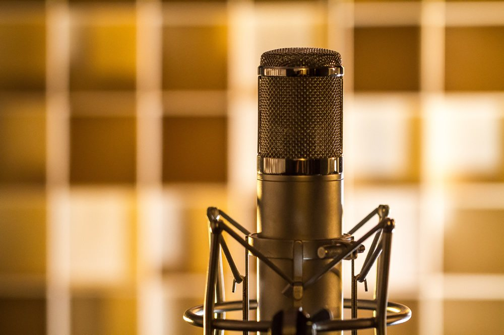 How to Power a Condenser Mic - microphonebasics