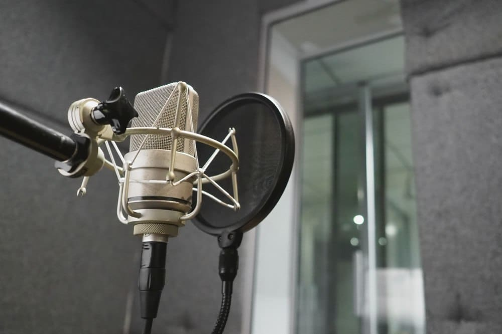 What do Condenser Mics Do - mic - microphonebasics