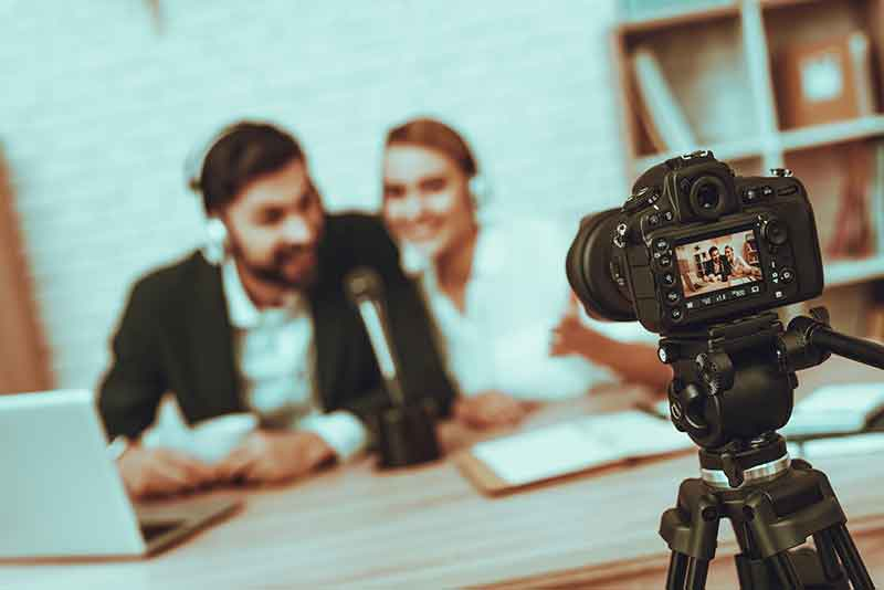 the Top 8 Must Have Gifts for Vloggers