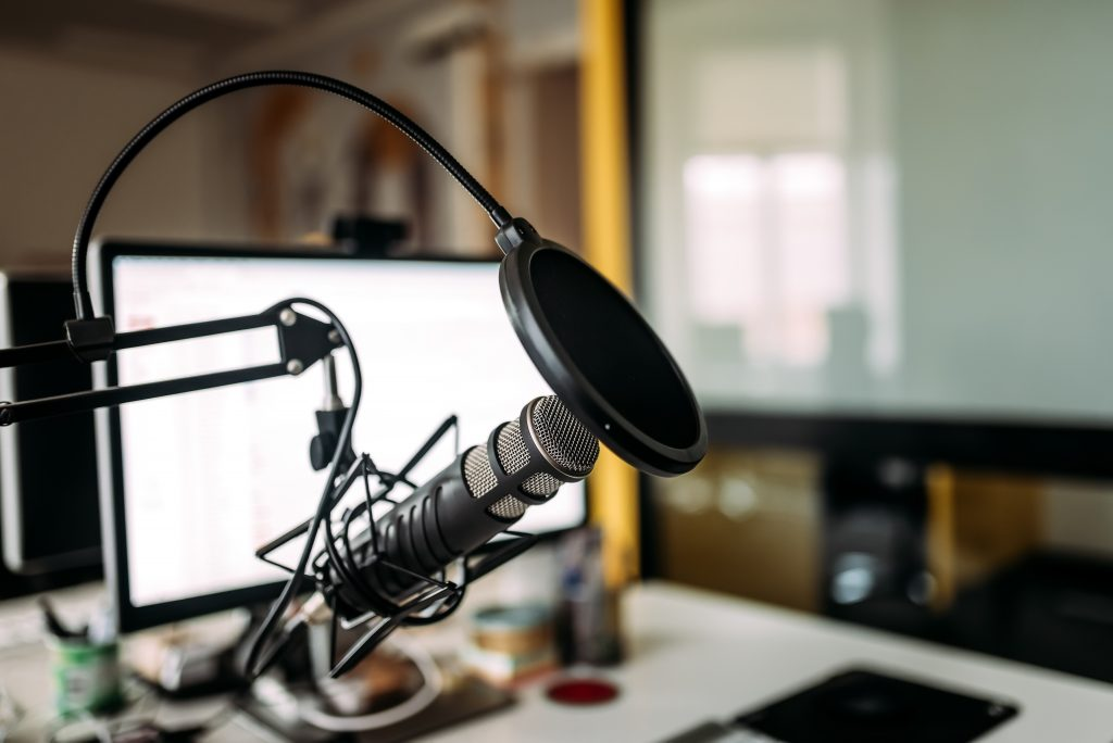 How to Choose the Best Podcasting Kit